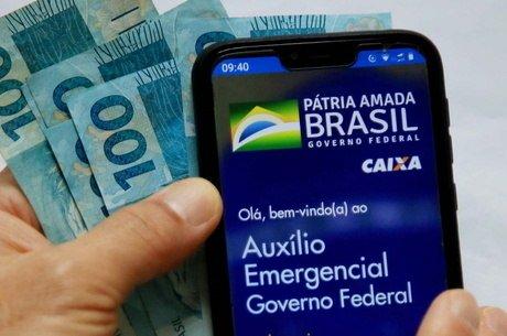 Beneficiários do Bolsa Família começam a receber segunda parcela do auxílio de R$ 300 nesta segunda