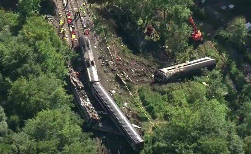 Um trem de passageiros descarrilou na Escócia matando 3 pessoas, Vídeo
