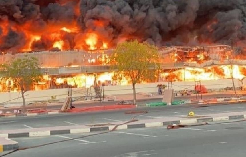 VÍDEO: Grande incêndio atinge mercado popular em Ajman, nos Emirados Árabes, um dia após a explosão no Porto de Beirute e no mesmo horário