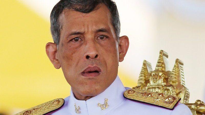 Facebook cede ao Rei e bloqueia grupo com 1 milhão de membros que criticava regime autoritário na Tailândia