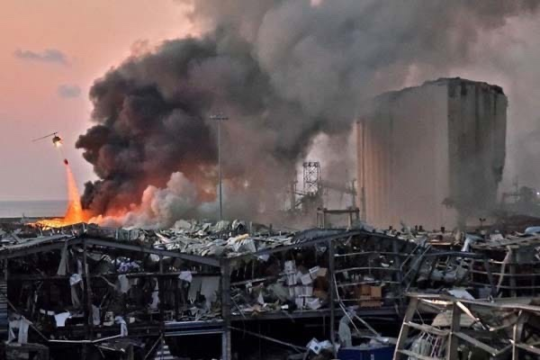 Explosão em Beirute: Veja as reações de um padre que celebrava uma missa, crianças dentro de um apartamento e a noiva que fazia o seu ensaio fotográfico