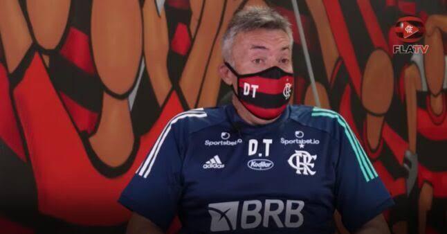 """Novo treinador """"desmonta"""" time de Jesus e encara revolta com apenas 10 dias de Flamengo"""