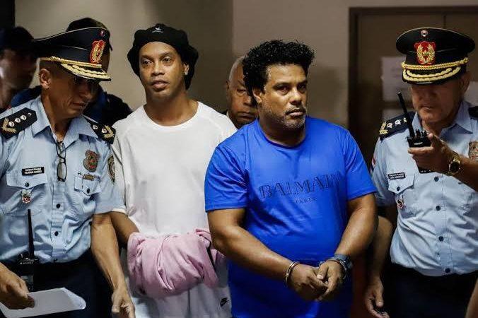 Justiça do Paraguai pode liberar Ronaldinho Gaúcho e irmão nesta segunda (24)