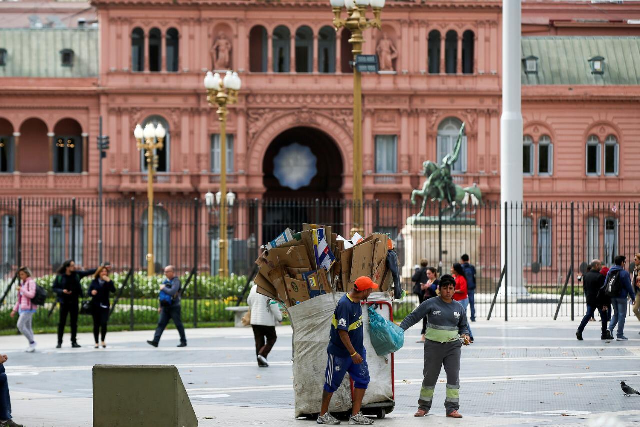 Um em cada dois argentinos deve entrar na faixa da pobreza até o final do ano, dizem economistas