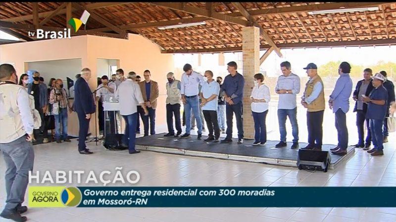 AO VIVO: BOLSONARO FAZENDO ENTREGA DE MORADIAS EM MOSSORÓ/RN