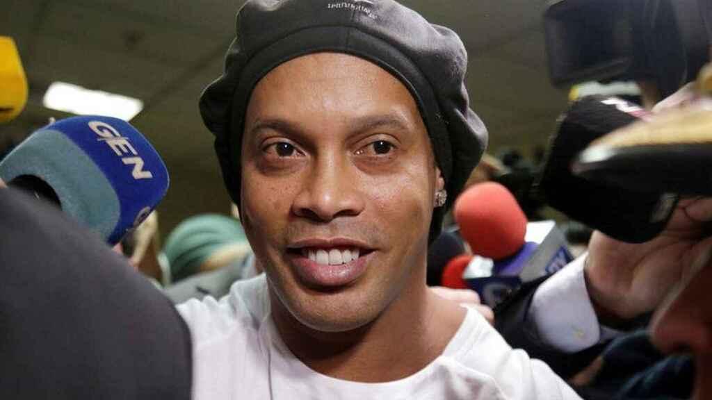 Ronaldinho Gaúcho acaba de embarcar para o Brasil, Veja vídeo