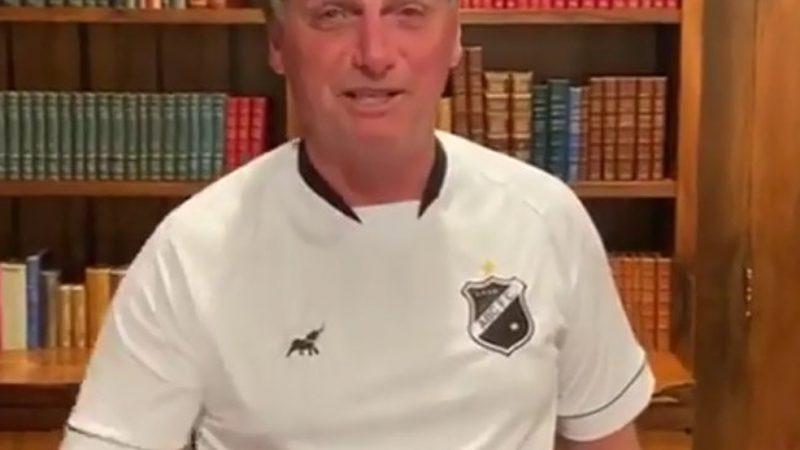 "VÍDEO: Com camisa do ABC, Bolsonaro deseja sorte a Neymar na Champions League, ""O pai tá on"""