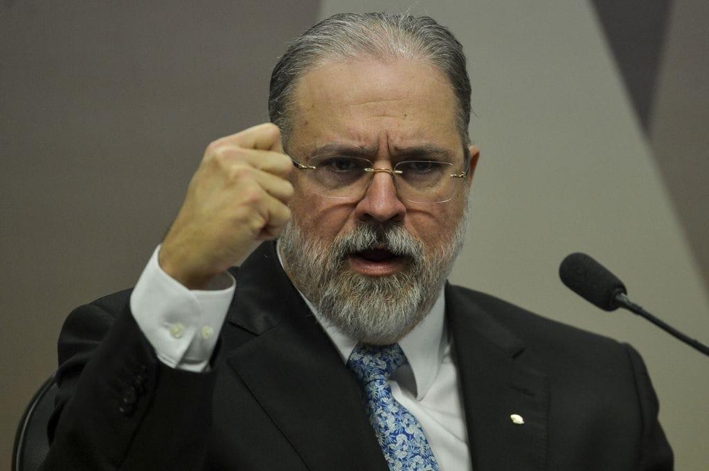 """BRIGA: PROCURADOR IRMÃO DO GOVERNADOR DO MARANHÃO ATACA ARAS E LEVA """"ESCULACHO"""" EM REUNIÃO DO CNMP """"Não aceitarei ato político em uma sessão de orçamento"""""""