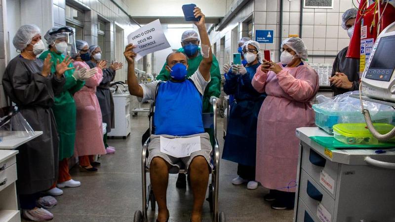 Mais de 75% dos infectados pela covid-19 no Brasil estão recuperados