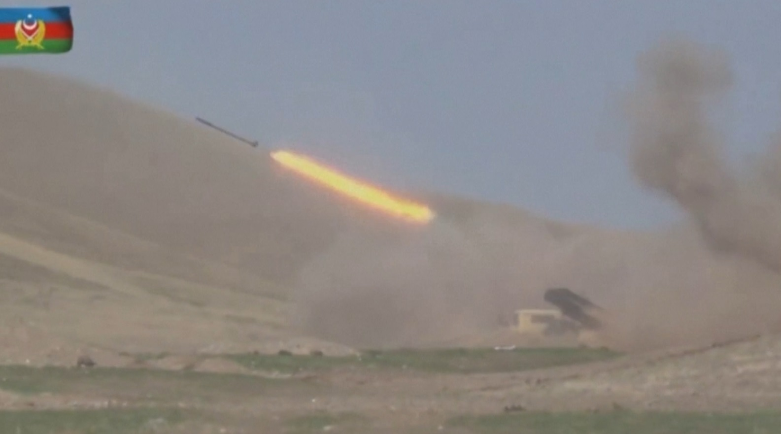Armênia e Azerbaijão rejeitam negociações de paz e têm novo dia de ataques