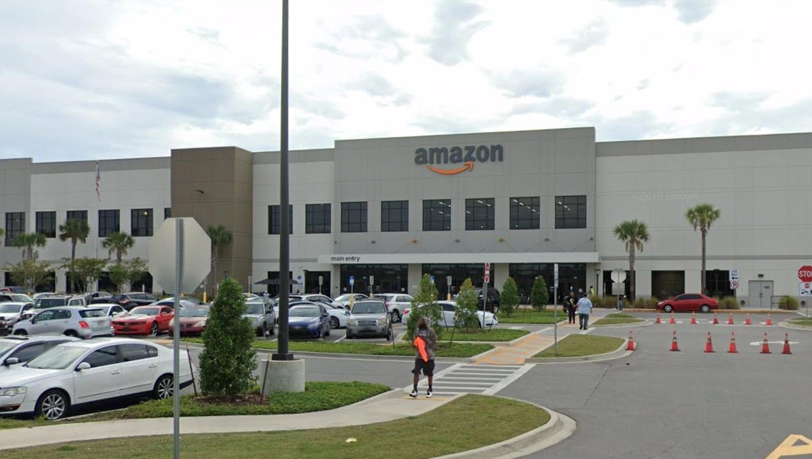 Ataque a tiros em unidade da Amazon na Flórida deixa ao menos um morto
