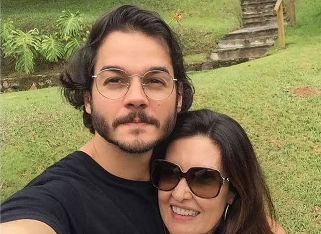 CONFUSÃO: PDT RETIRA CANDIDATURA DO NAMORADO DE FÁTIMA BERNARDES A PREFEITO DE RECIFE