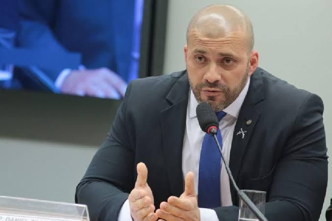 """DEPUTADO FEDERAL DANIEL SILVEIRA ENTRA COM NOTÍCIA CRIME CONTRA MAGAZINE LUIZA POR CRIME DE RACISMO; """"seleção de emprego só para negros"""""""