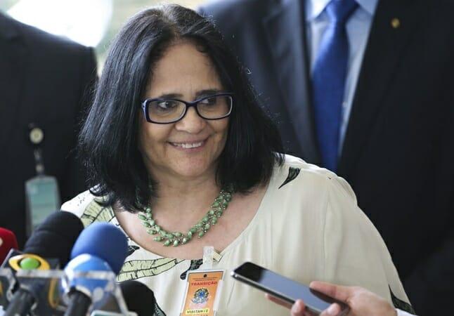 """Damares diz que """"pela primeira vez na história do Brasil, um governo tem se preocupado em fortalecer os vínculos familiares"""""""
