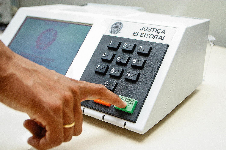 FIM DAS URNAS ELETRÔNICAS: TSE ESTUDA MUDAR SISTEMA DE VOTAÇÃO