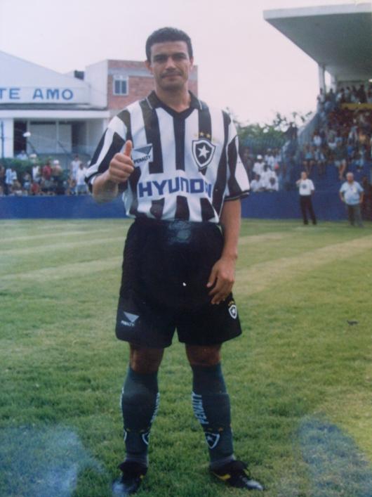 Ex-jogador de Botafogo e Bahia trata síndrome rara, e mulher revela sonhos