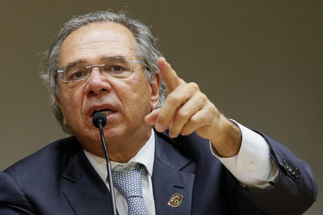 """Guedes reforça fala de Bolsonaro e rebate mentiras da imprensa: """"Jamais esteve sob análise privatizar o SUS, seria uma insanidade falar isso"""""""