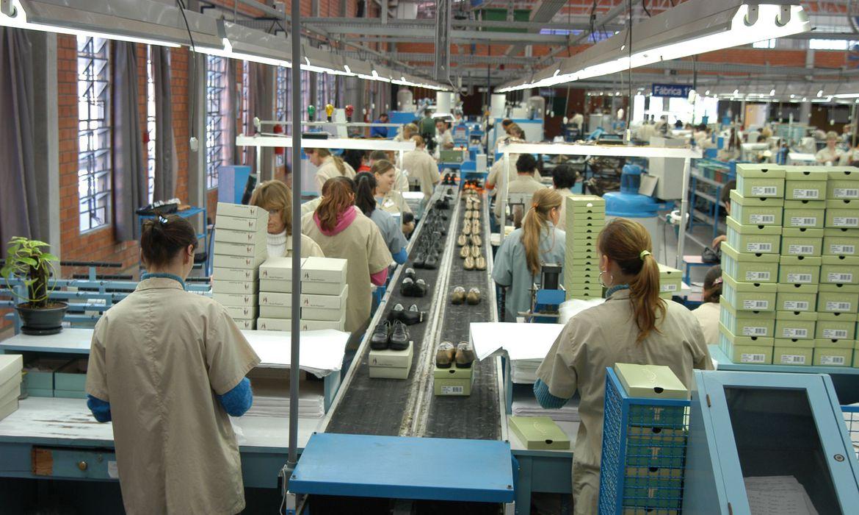 Faturamento da indústria já supera período pré-pandemia, diz CNI