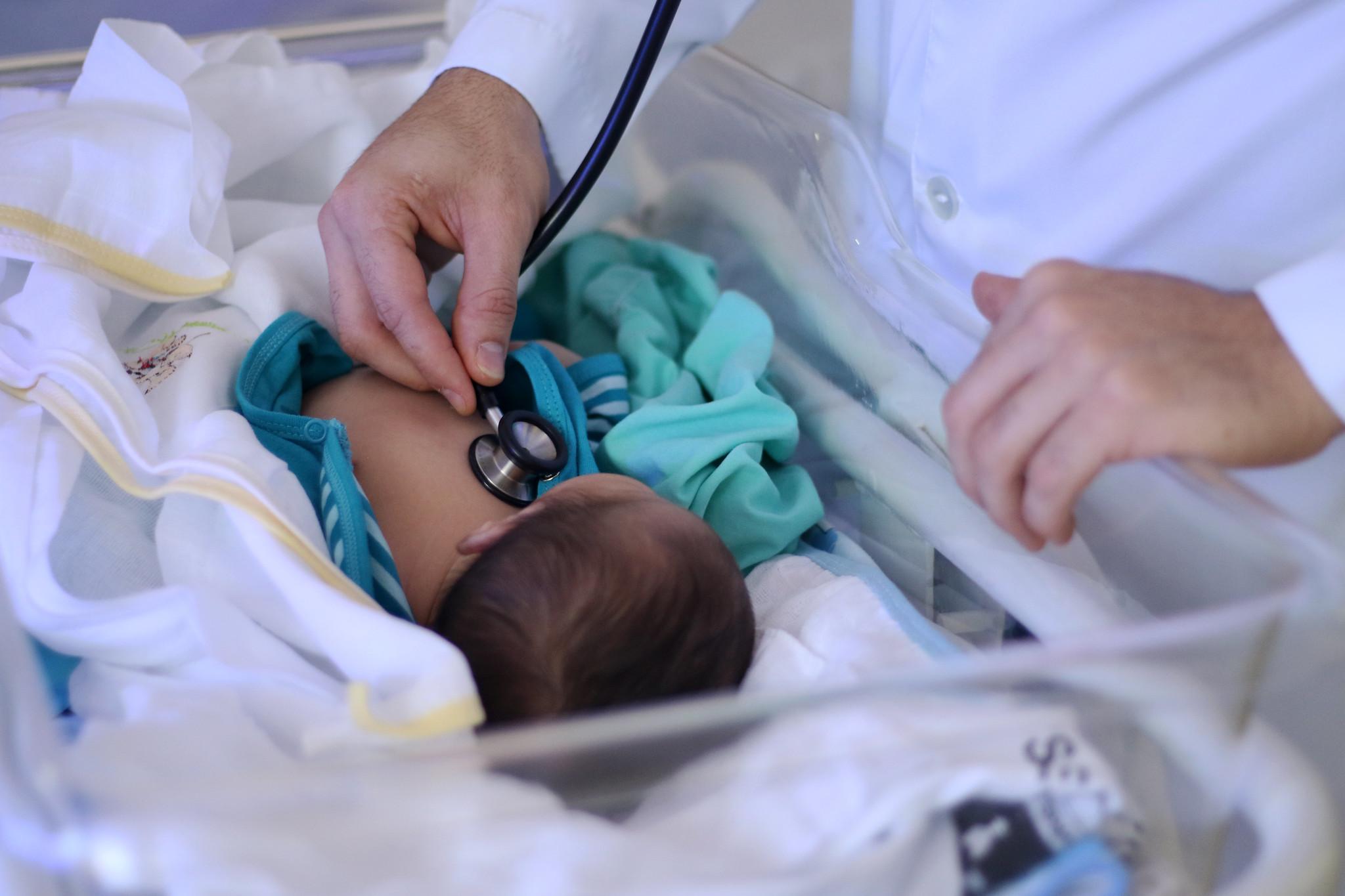 Inédito: Bebê espanhol nasce com anticorpos contra Covid-19