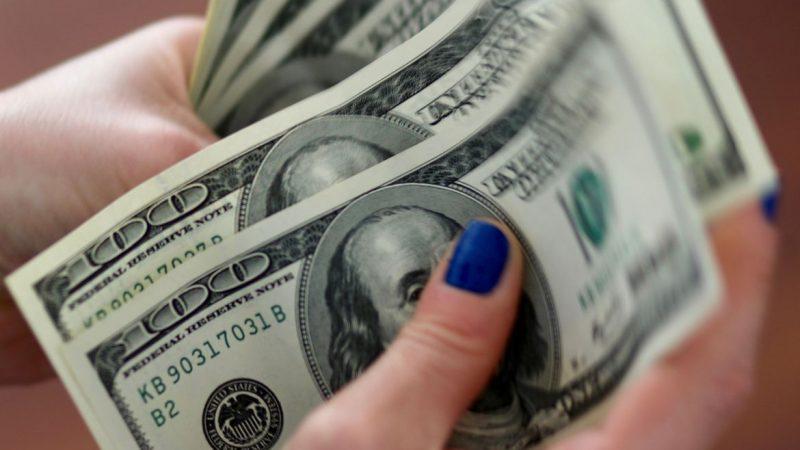 Dólar opera em alta e passa de R$ 5,45