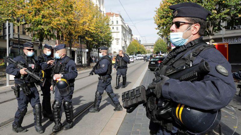 Após atentados, França eleva nível de ameaça à segurança para patamar mais alto