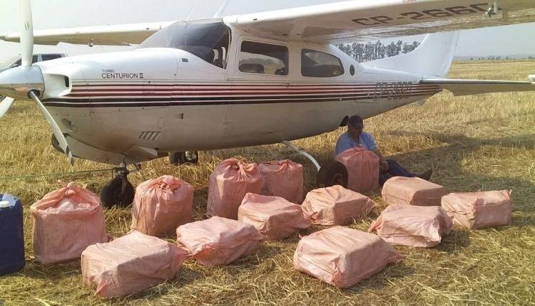 Avião com 400 quilos de cocaína a caminho do Brasil tem pouso forçado pela Força Aérea do Paraguai