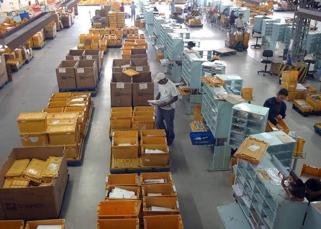 Correios contratam empresas terceirizadas para botar entregas em dia