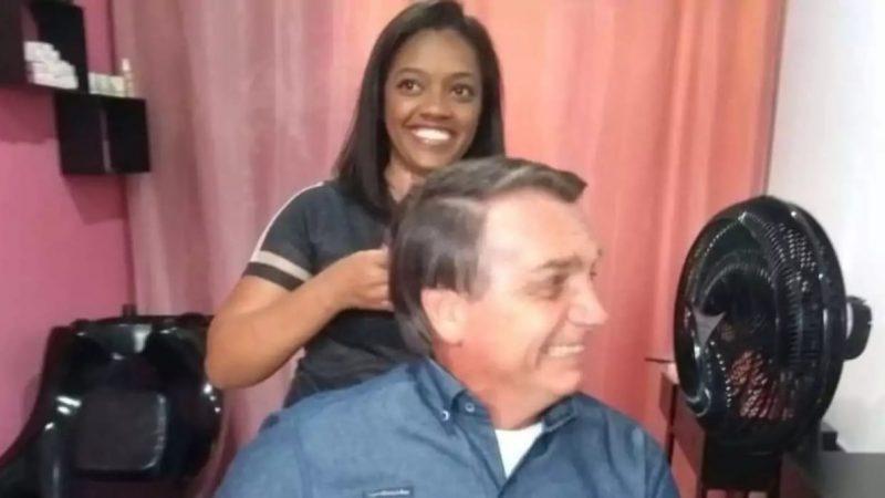 """BOLSONARO VAI A INAUGURAÇÃO DE SALÃO DE BELEZA HUMILDE E PROPRIETÁRIA FICA PERPLEXA; """"E quem diria no dia da inauguração do meu salão ele marcou um horário pra cortar o cabelo"""""""
