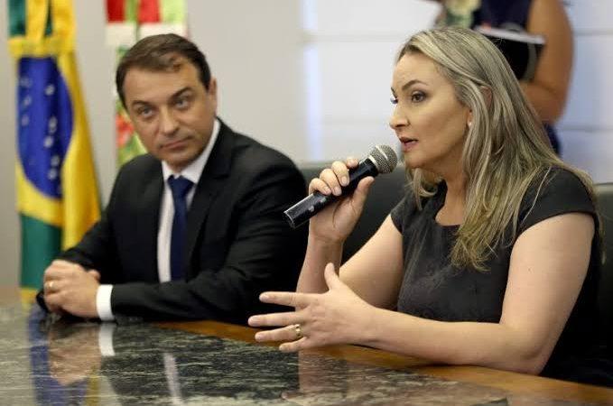 """VICE-GOVERNADORA QUE ASSUMIU EM SANTA CATARINA DESABAFA; """"o governador traiu Bolsonaro, ninguém nos conhecia"""""""