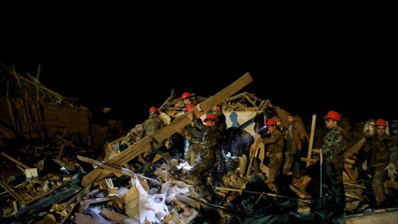 Bombardeio em área residencial deixa 13 mortos na 2ª maior cidade do Azerbaijão