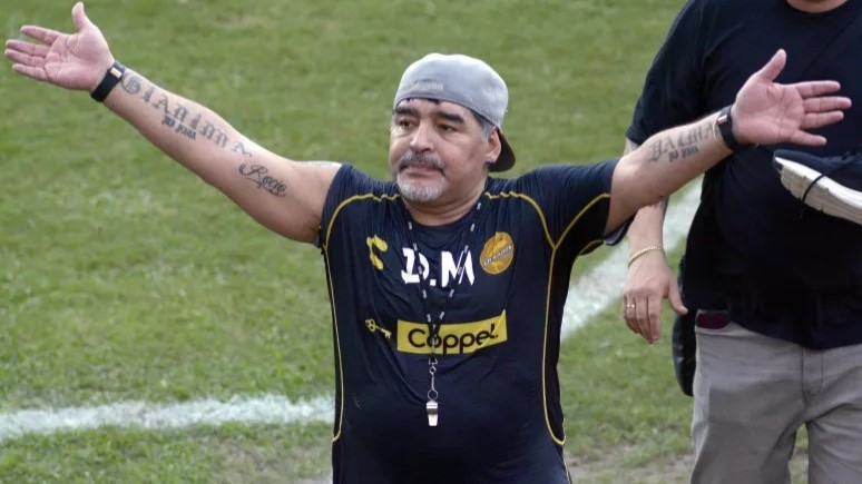 """Maradona seca 20 quilos e vira """"símbolo fitness"""" na Argentina"""