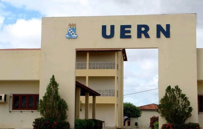 URGENTE: Grupo de alunos do RN faz cota para contratar atirador de elite para matar Bolsonaro