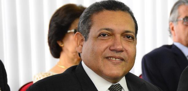 URGENTE: Bolsonaro confirma indicação de Kassio Nunes ao STF