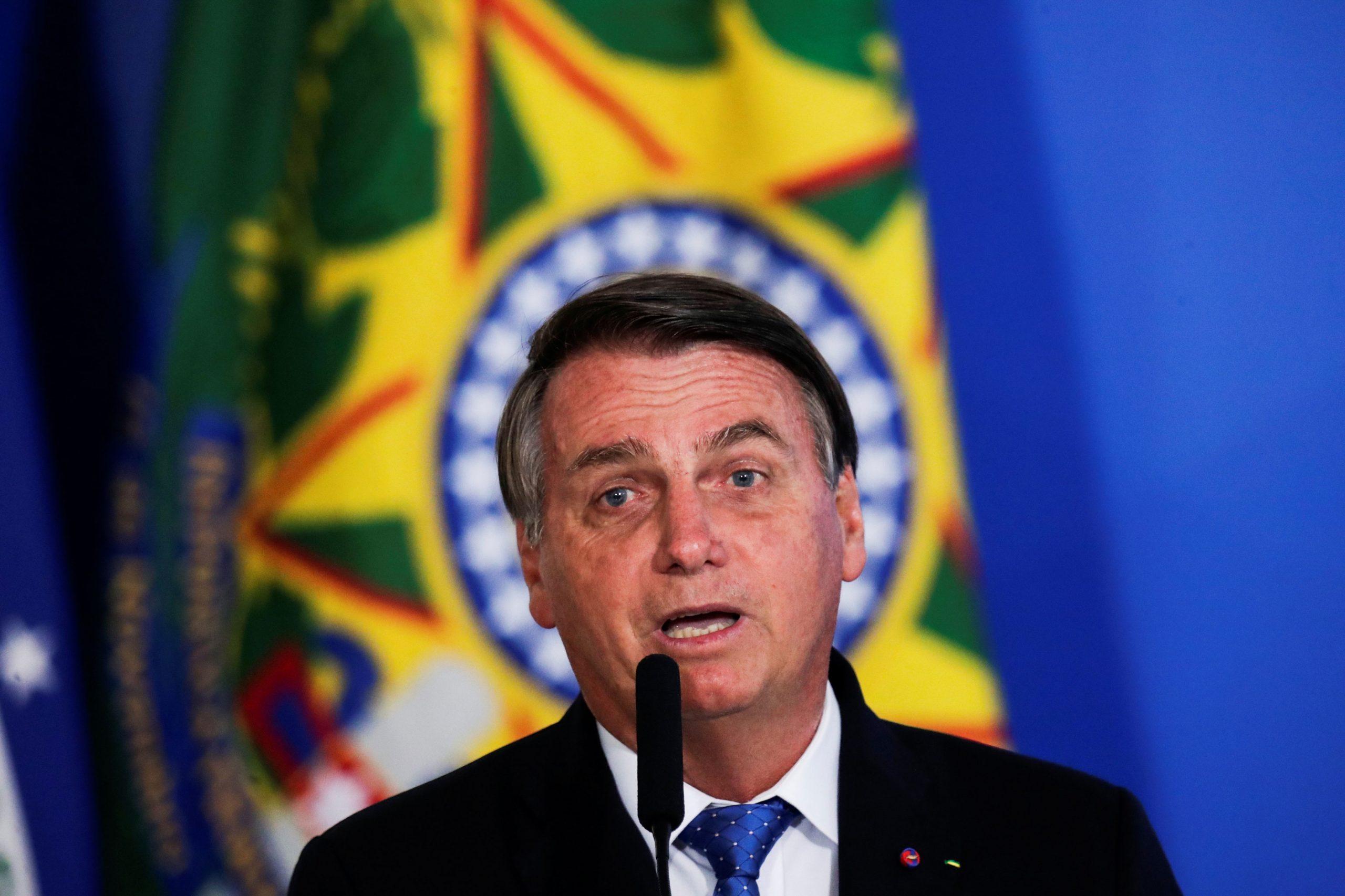"""Bolsonaro diz que vai reduzir imposto sobre games para 30% """"A molecada chia com razão"""""""