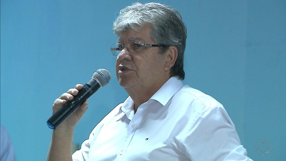 URGENTE – POLÍCIA FEDERAL NA CASA DO GOVERNADOR DA PARAÍBA PARA CUMPRIR MANDADO JUDICIAL
