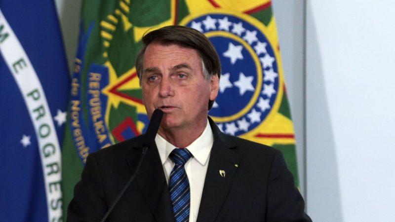 """Bolsonaro: """"Doses da vacina da Pfizer chegam em abril"""""""