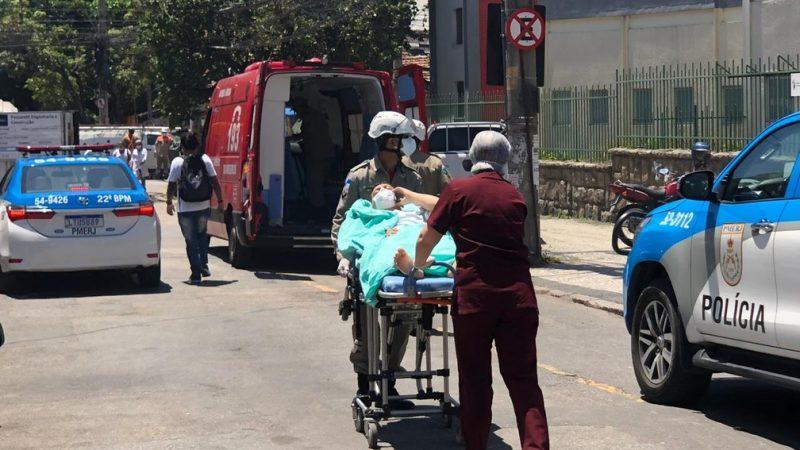 Nuvem de fumaça preta, correria e choro: Veja imagens do incêndio no hospital do RJ