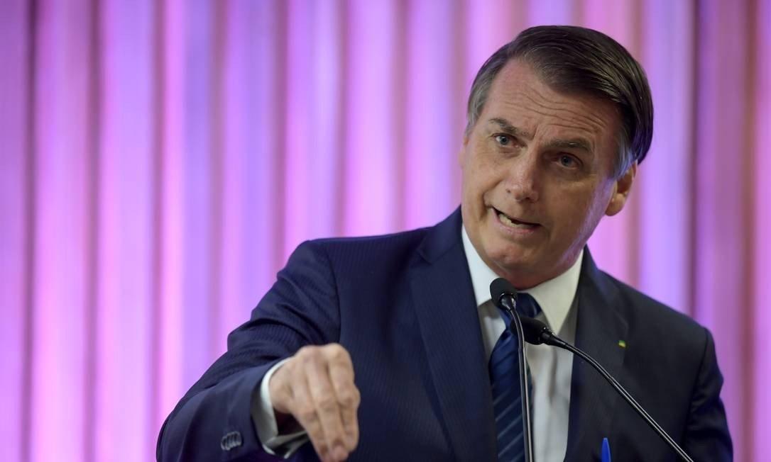 Bolsonaro assinará decreto para obrigar postos de gasolina a exibir composição de preços