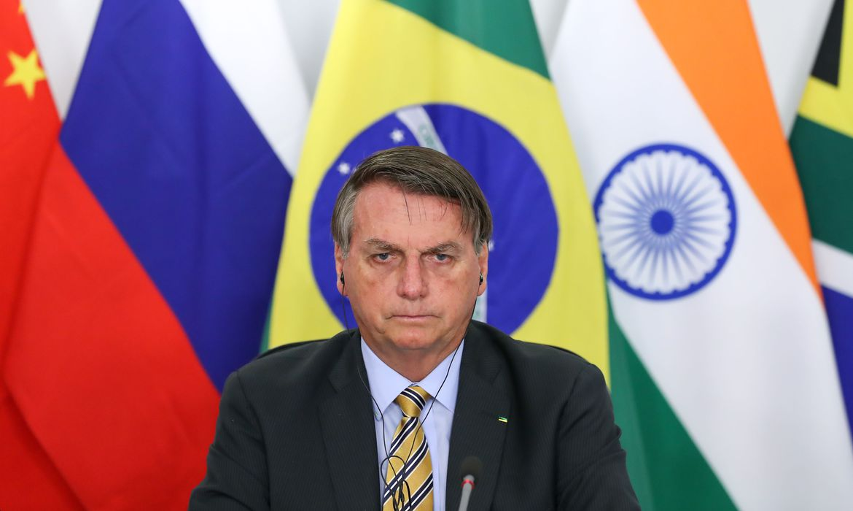 """Bolsonaro: """"Eu não apito nada, né? Segundo o STF, quem manda são governadores e prefeitos"""""""