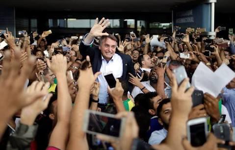 """Desesperados: Imprensa, velha política, oposição """"medíocre"""" que não faz nem """"cócegas"""" na popularidade de Bolsonaro"""