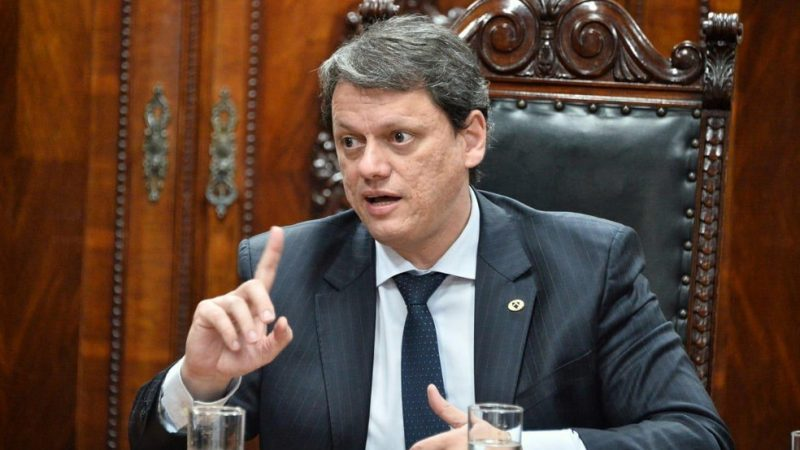 Ministro Tarcísio Freitas testa positivo para COVID-19