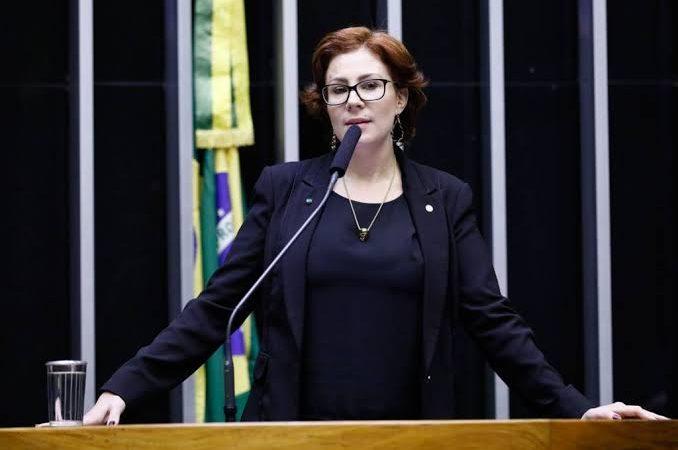 Deputada Carla Zambelli é hospitalizada em São Paulo