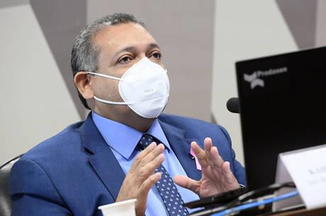 Kassio Nunes mantém punição a procuradora que atacou Bolsonaro com charges que mostram o presidente como nazista