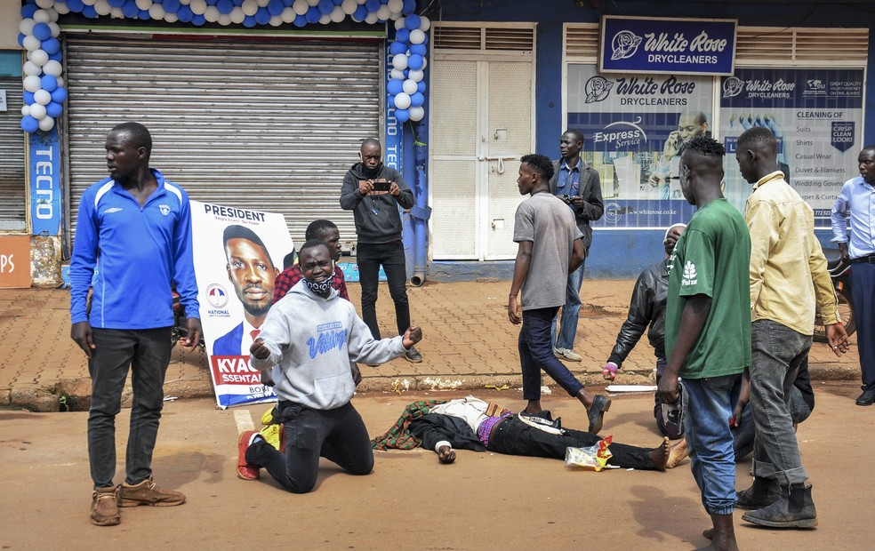 Pelo menos 37 morrem em protestos contra prisão de candidato em Uganda