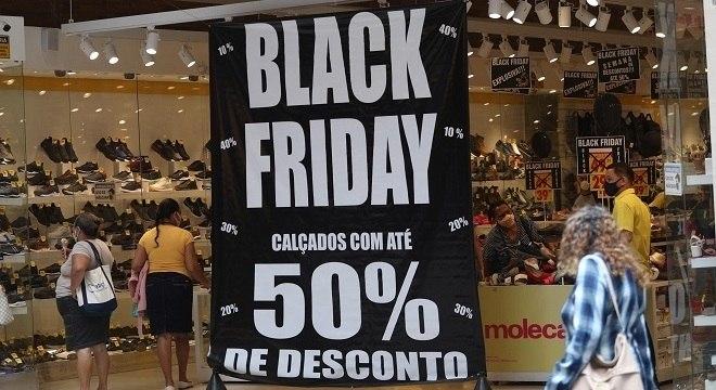 Promoções enganosas: Consumidores veem preços subir antes da Black Friday