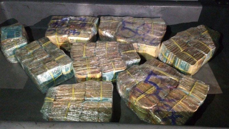 PM encontra R$ 400 mil em carro durante blitz da Lei Seca em BH
