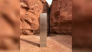 Ainda sem explicação, peça misteriosa de metal desaparece de deserto nos EUA
