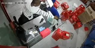 Empresário reage a assalto e mata bandido para salvar funcionário; VEJA VÍDEO