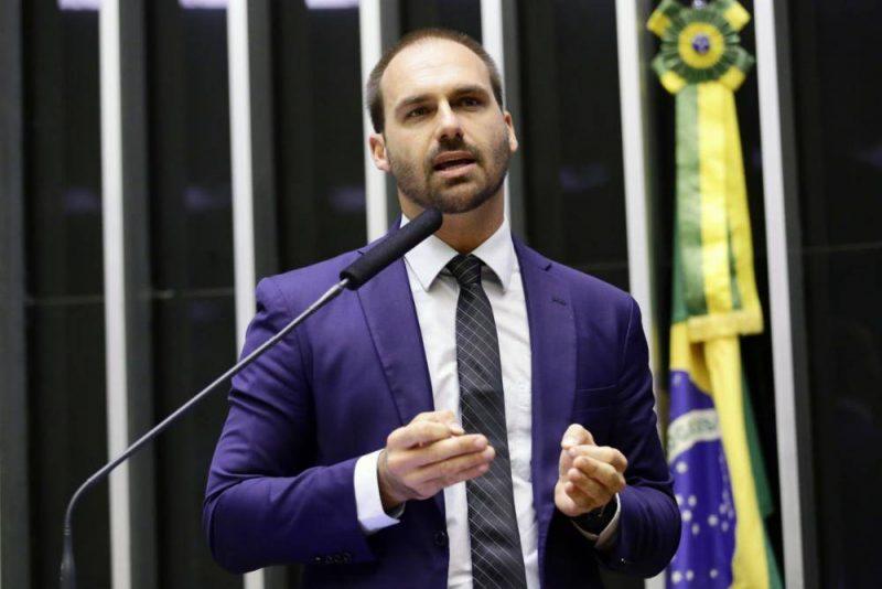 PT quer assumir comissão de Eduardo Bolsonaro na Câmara