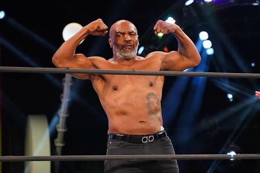 """Especialistas e atletas renomados apostam na volta de um Tyson """"agressivo"""" contra Roy Jones Jr."""